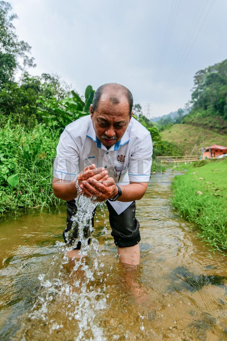 """""""Our rubbish collection at these rivers within the ROL project costs us an average of RM500,000 per month."""" - Md Khairi Selamat"""