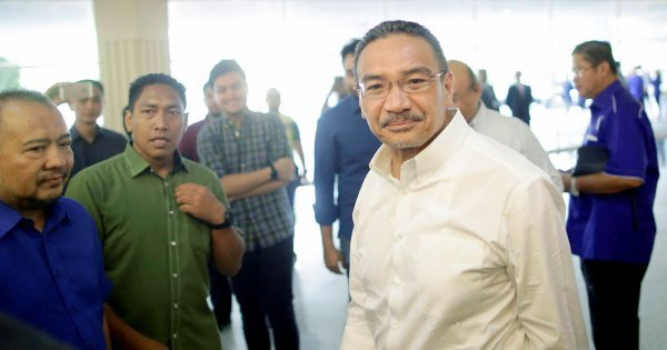 Don't use Umno meeting for finger pointing or as fighting field: Hishammuddin