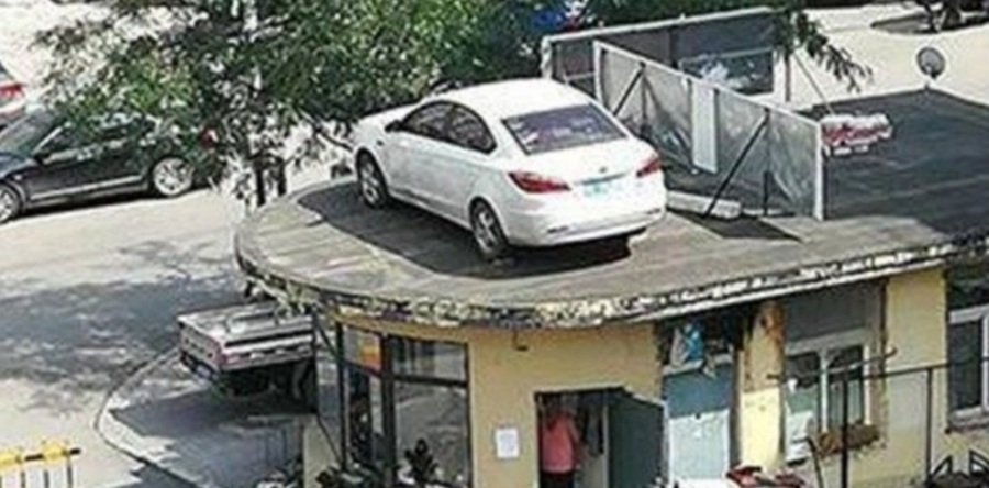 A property management firm in northeastern China went to extremes to teach a defiant driver a lesson after a parking fee dispute. (Photo taken from South China Morning Post)