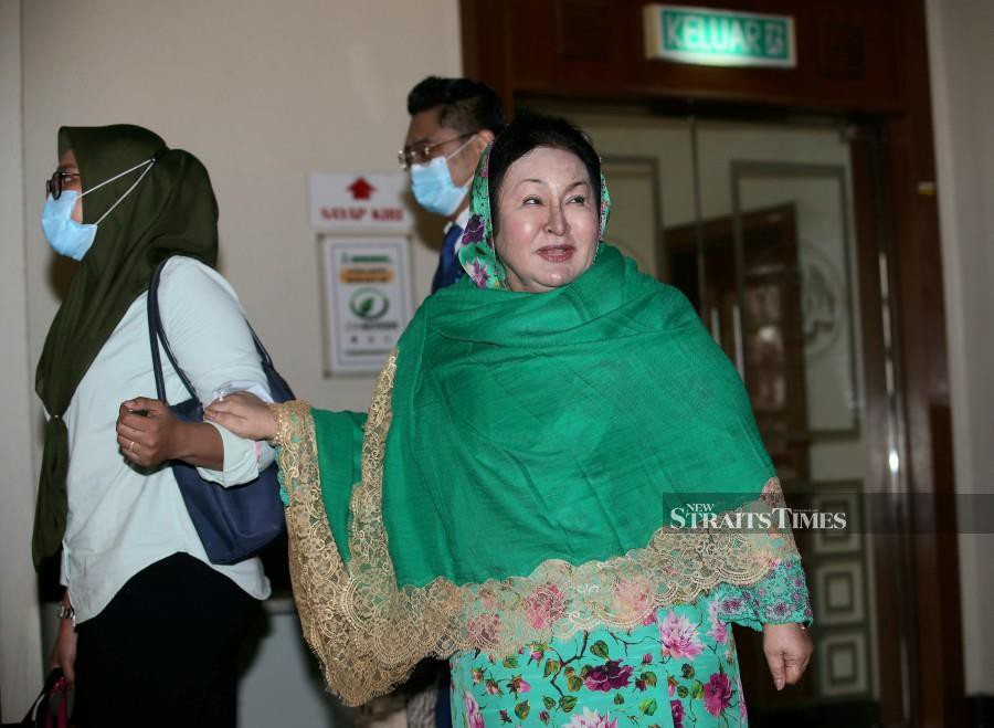 Datin Seri Rosmah Mansor gestures as she arrives at Kuala Lumpur Courts Complex ahead of the trial. -NSTP/EIZAIRI SHAMSUDIN