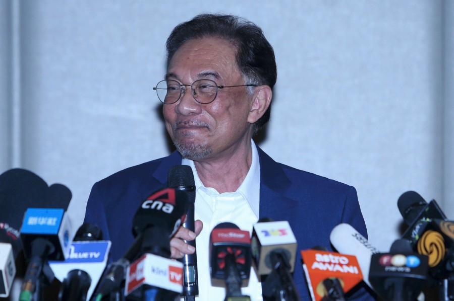PKR president, Datuk Seri Anwar Ibrahim, gestures during a press conference in Kuala Lumpur on Sept 23. - NSTP/MOHAMAD SHAHRIL BADRI SAALI