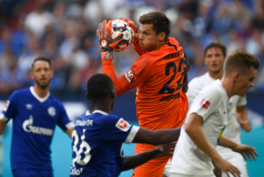Duda Double Gives Hertha Rare Win At Schalke