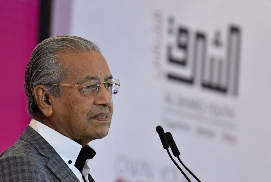 Prime Minister Tun Dr Mahathir Mohamad says the time has come for the international community to stand together and end Israel's occupation of Palestine. -- Pix: Bernama