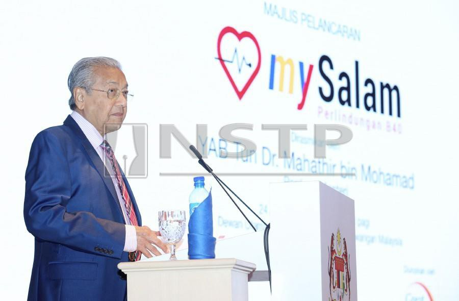 Prime Minister Tun Dr Mahathir Mohamad delivers his keynote address during the launch of the mySalam B40 National Health Protection Scheme at the Finance Ministry. - NSTP/AHMAD IRHAM MOHD NOOR