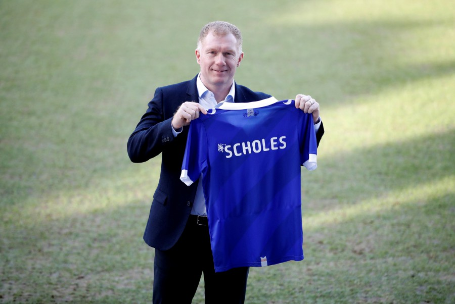 cf4cca69f00 New Oldham Athletic manager Paul Scholes poses with a shirt after the press  conference at the Boundary Park