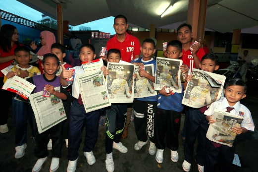 Sk Sultan Hisamuddin Alam Shah Students Engrossed In Nst S All New School Times New Straits Times