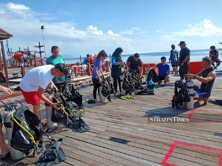 Activities such as hiking, diving, scuba diving discovery, snorkelling, kayaking, and sunset watching were organised to give the participants a first-hand tourist experience. Photo by Avila Geraldine / Sabah Tourist Association