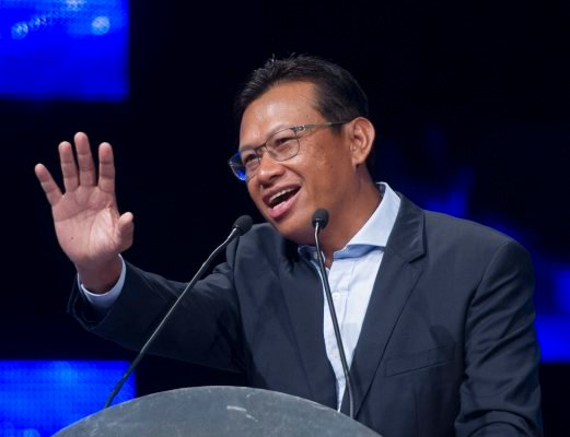 Communications and Multimedia Minister Datuk Seri Ahmad Shabery Cheek said the price of basic broadband packages will be reduced to make Internet access available to more people. Bernama File Photo