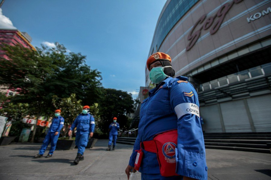 Security official patrolling streets in Kuala Lumpur Movement Control Order (MCO), to stop the spread of Covid-19 coronavirus. - NSTP/ASYRAF HAMZAH