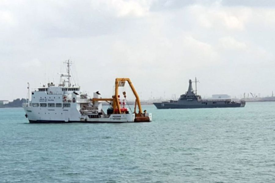 Singapore claims five Malaysian vessels entered its waters | New
