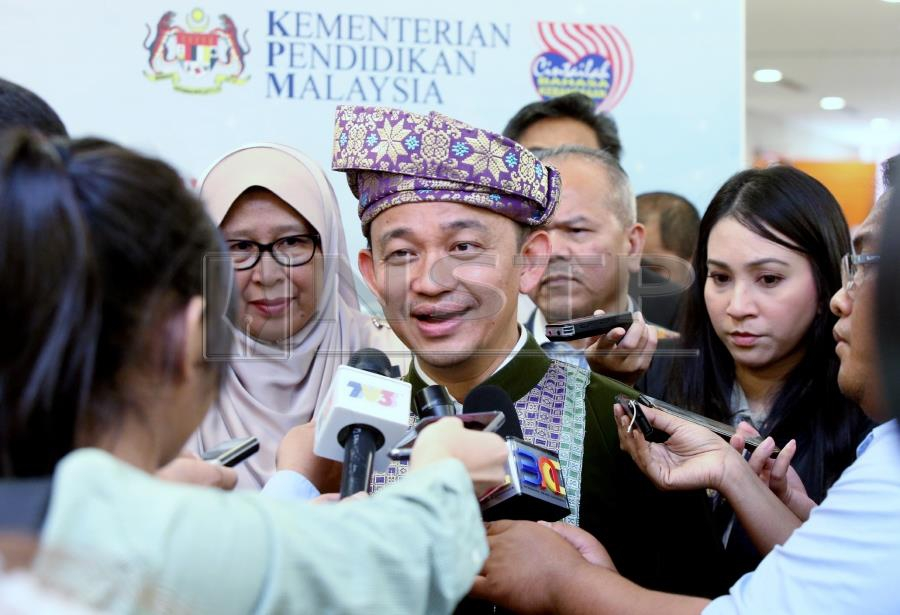 Dr. Maszlee Malik has instructed the Federal Territories State Education Department to submit a full report on the problems regarding training and accommodation facilities at one of the state's sports schools, Sekolah Menengah Kebangsaan Seri Titiwangsa. (NSTP/ MOHD YUSNI ARIFFIN)