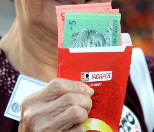 Malacca man strikes RM26 4m 4D jackpot after 20 years of