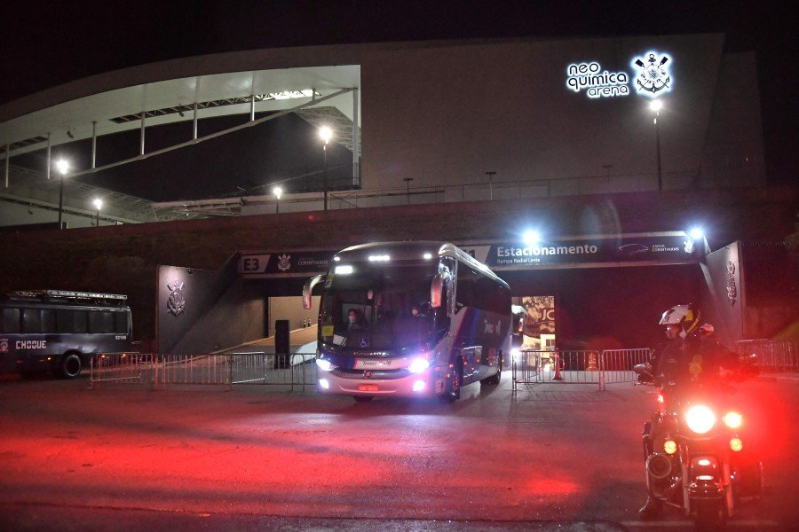 Brazil and Argentina leave stadium in buses after match abandoned
