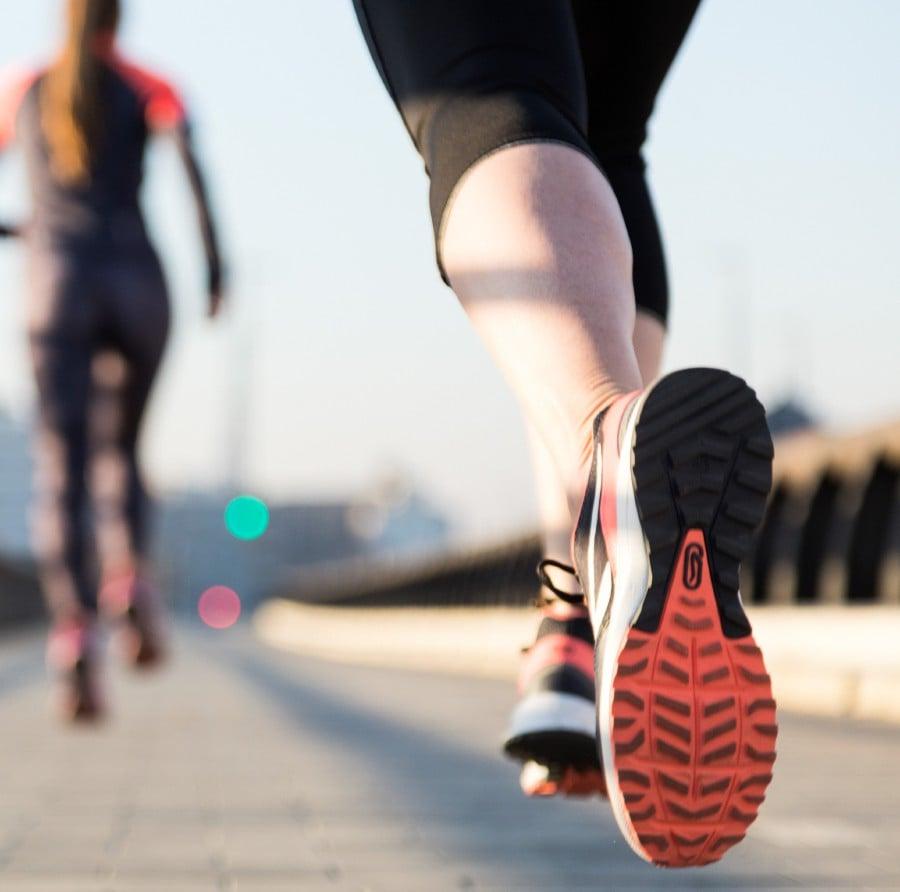 Nghịch lý giày chạy bộ: Công nghệ tốt vẫn làm tăng nguy cơ chấn thương - Ảnh 1.