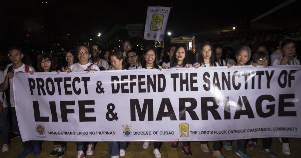 Philippines takes step towards legalising divorce