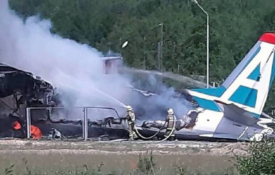 Two killed, 7 injured as Russian plane makes emergency