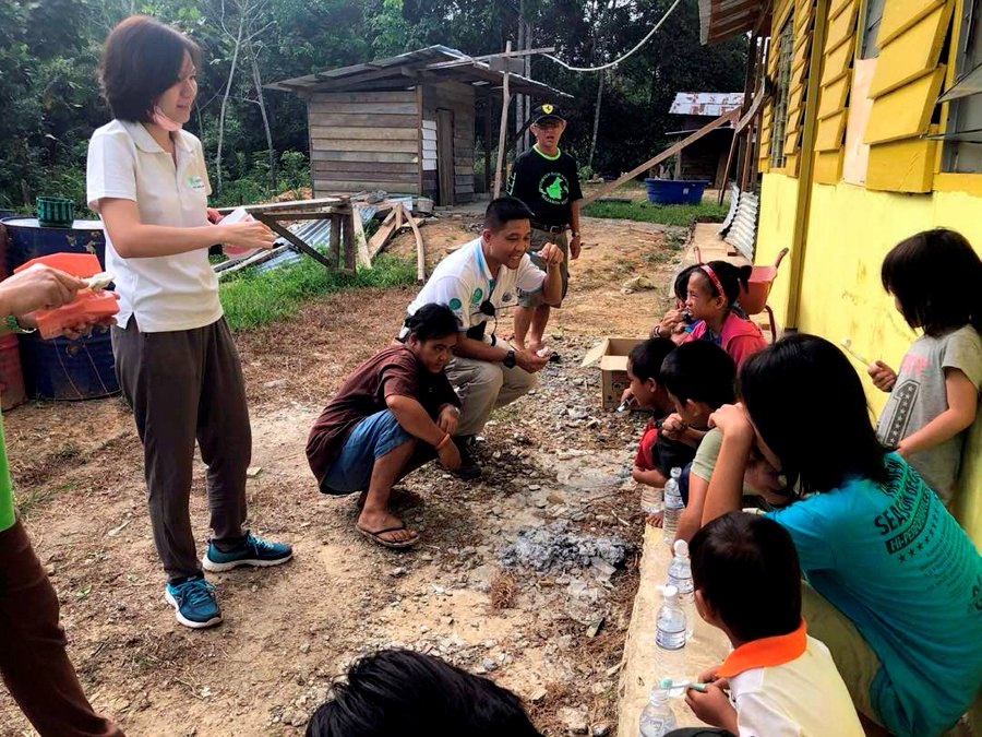 """Hope Place founder Kelvin Wan and other volunteers teach the children how to brush their teeth during the """"Giving Hope, Sharing Love"""" charity project to reach out the Penan community in Ulu Baram last week."""