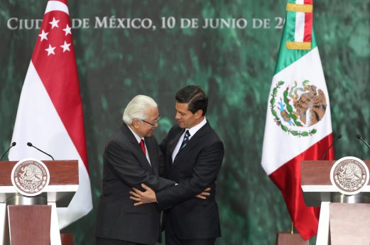 Mexican President Enrique Pena Nieto R And His Singaporean Counterpart Tony Tan Keng Yam L Pare In A Press Meeting At The Patio De Honor