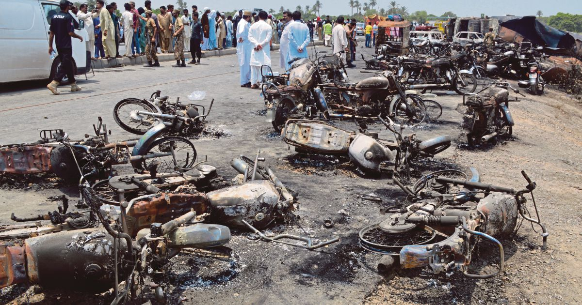 Pakistan marks grim Eid after oil tanker inferno kills 153