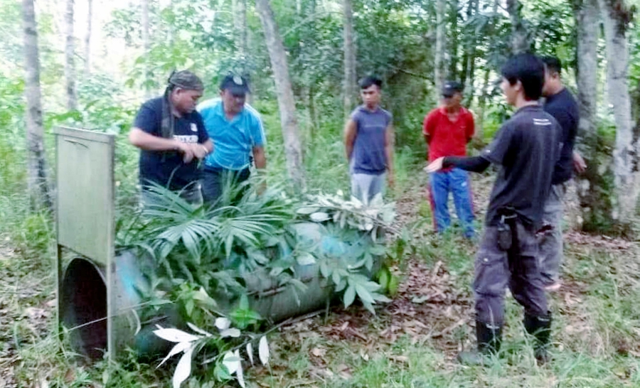 Officers from the Sandakan Wildlife officers and Bornean Sun Bear Conservation place the trap and a camera at the forest in Kampung Entilibon, near Tongod. Pix courtesy of Sabah Wildlife Department.