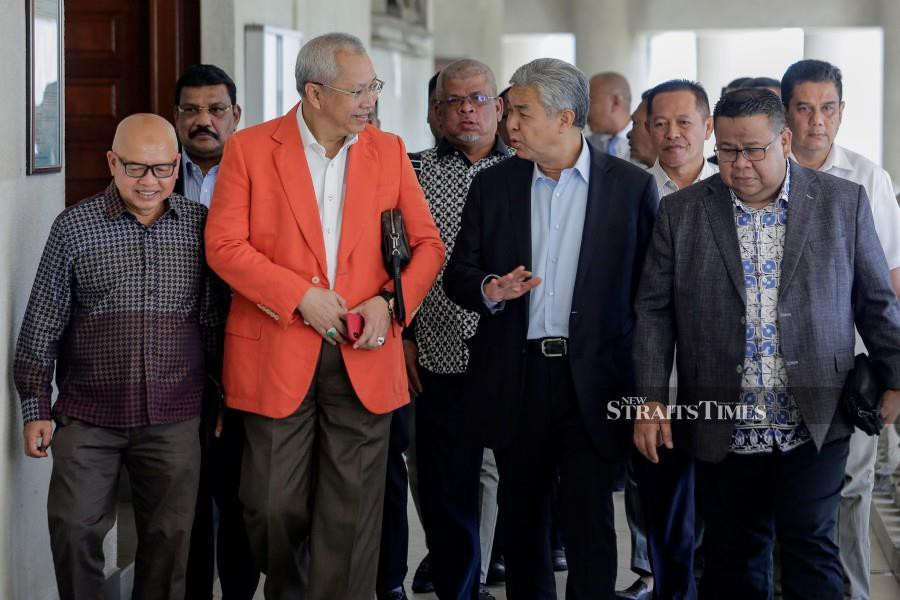 Umno leaders are en route to the Istana Negara to have an audience with the King. - NSTP/AIZUDDIN SAAD