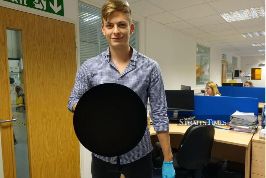 An object coated in Vantablack (Credits Surrey NanoSystems).