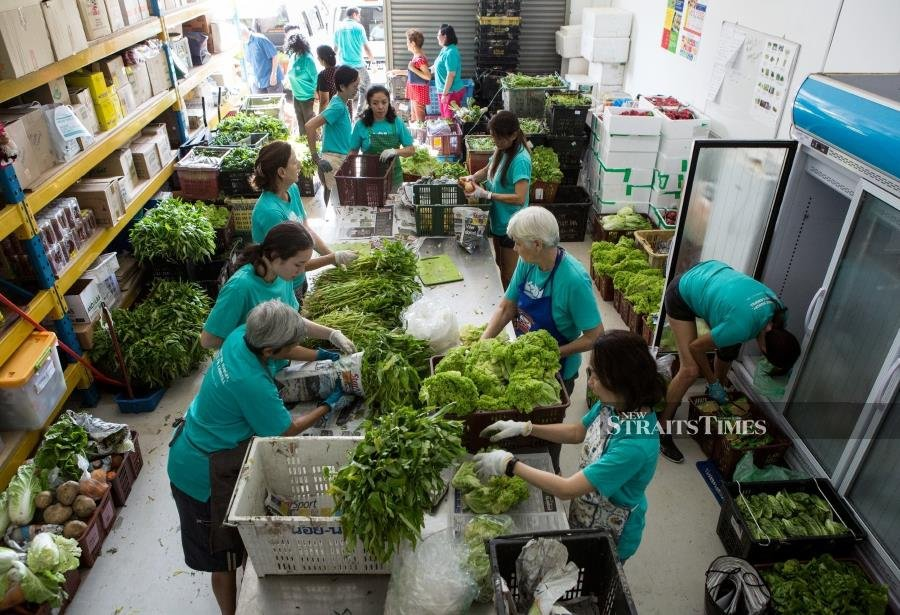 Sorting out rescued food to be redirected to the underprivileged.