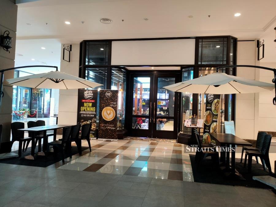 Haji Wahid Mee Rebus outlet shares its space with three other vendors under one roof.