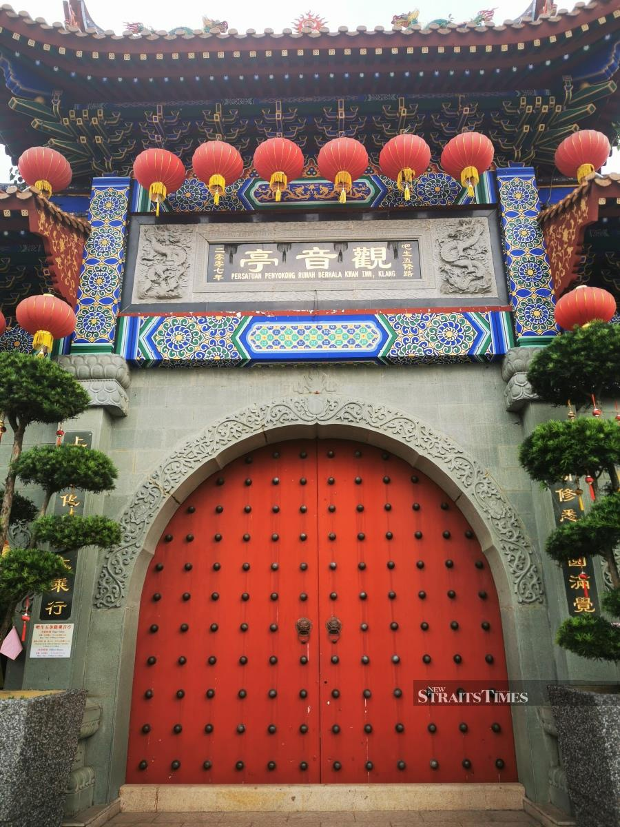 The imposing gates leading to the Kwan Yin temple.