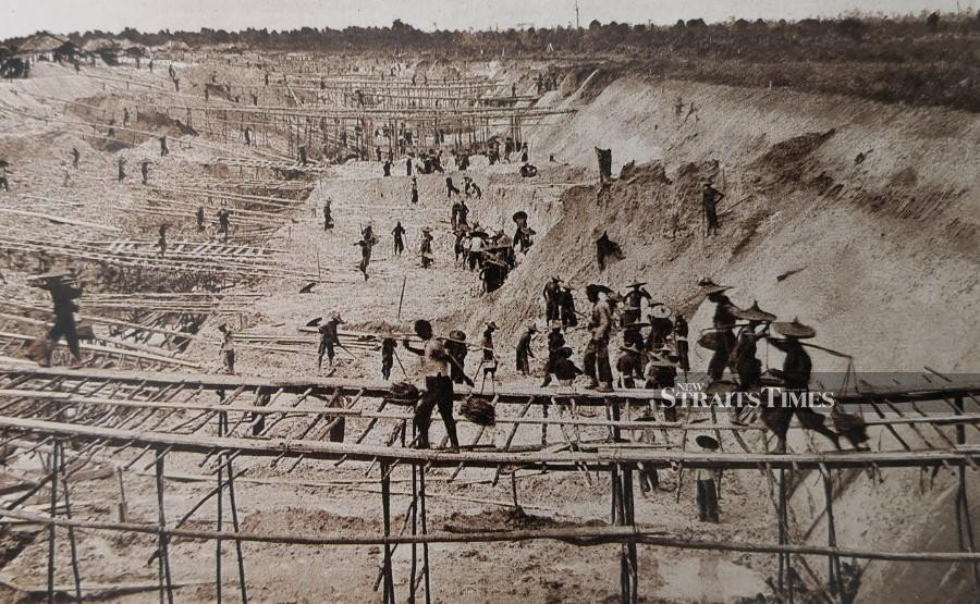An open-cast mine near Taiping in the early 1890s.