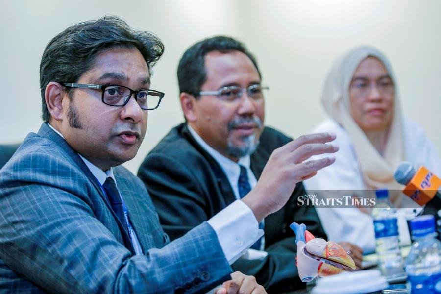 Consultant Cardiothoracic Surgeon of National Heart Institute (IJN), Dr. Sivakumar Sivalingam (left) with Head of Department Pediatric and Congenital Heart Centre IJN, Dr. Hasri Samion and Consultant Paediatrict Cardiologist of National Heart Institute (IJN), Dr. Khairul Faizah Mohd Khalid (right) during the press conference of surgical corecction of Transposition of the Great Arteries (TGA) in National Heart Institute (IJN), Kuala Lumpur. (NSTP/AIZUDDIN SAAD)