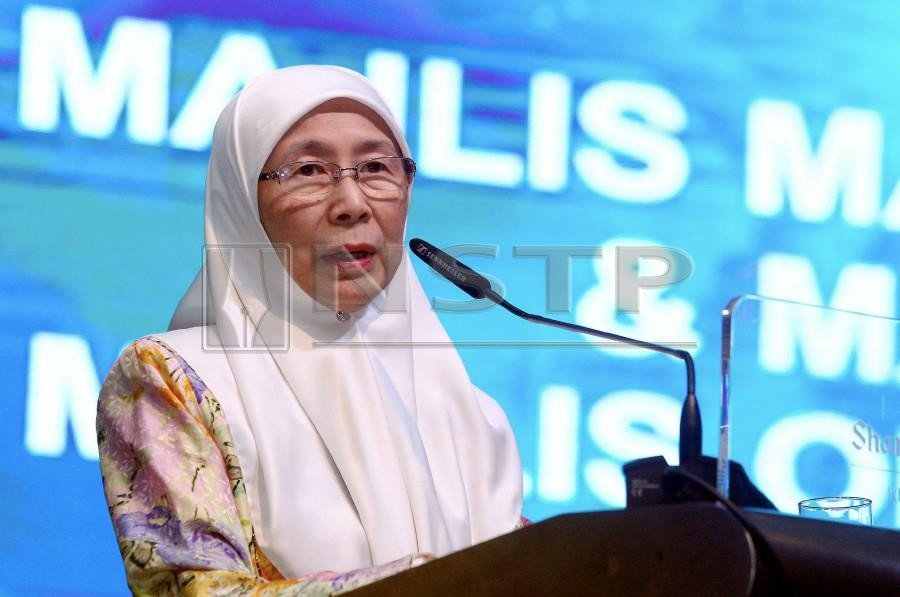 Deputy Prime Minister Datuk Seri Dr Wan Azizah Wan Ismail says the government will soon legislate an act to safeguard the rights and welfare of the elderly. - NSTP/AZHAR RAMLI