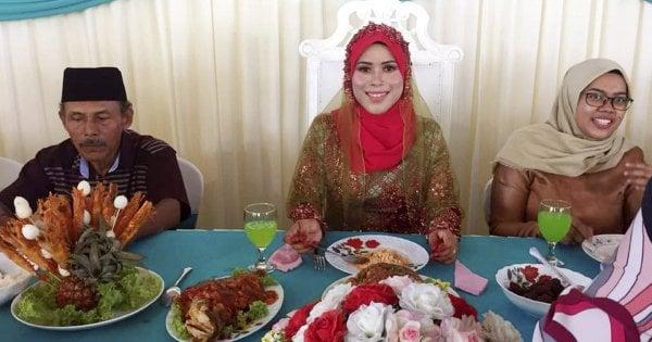 Bride undergoes 'bersanding' alone after fireman husband's leave rejected