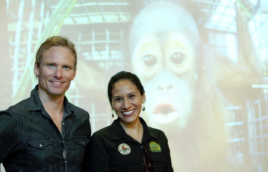Award-winning British journalist and presenter Aaron 'Bertie' Gekoski (left) and Wildlife Rescue Unit (WRU) acting manager Dr Diana Ramirez. Pic by NSTP/IZHARI ARIFFIN