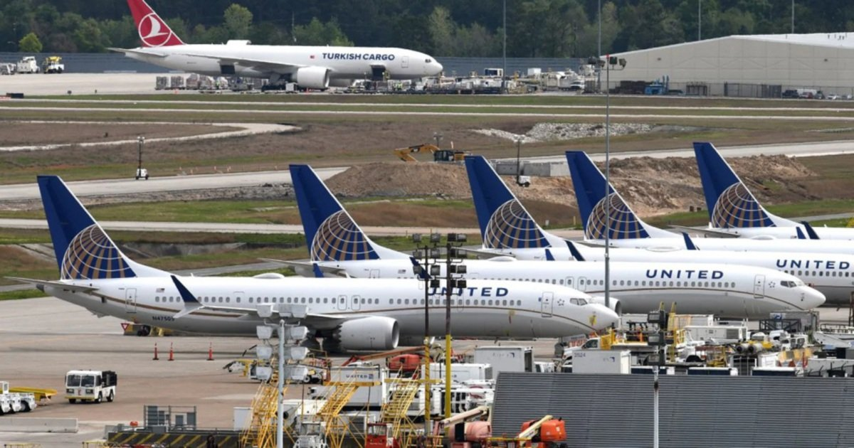 Smoke from cockpit: United Airlines Boeing 787 diverted to
