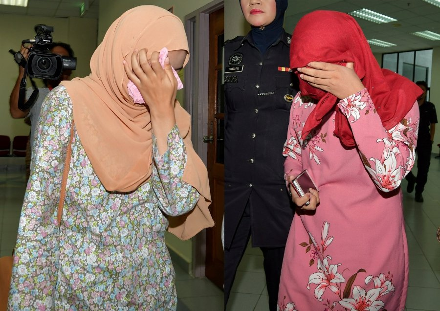 Kelantan Women Welcome Caning Of Lesbian Couple  New -6903
