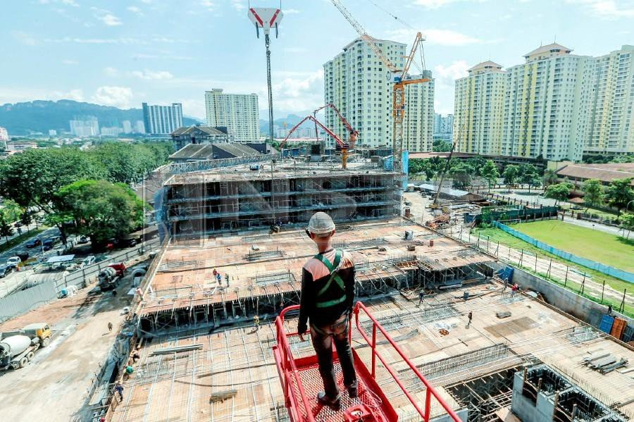 Skilled foreigners who have been working in Malaysia for more than 10 years, under Temporary Working Pass can renew their permit yearly for up to three years. - NSTP/ HAFIZ SOHAIMI
