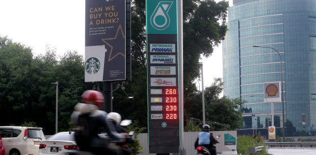 Finance Minister: Cheaper RON95, fuel products next year | New