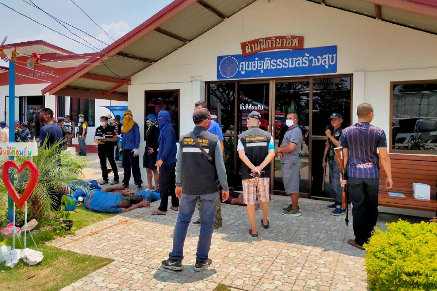 Thai police hunt for escaped prisoners after COVID-19 riots