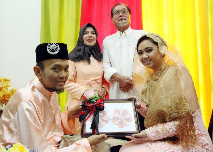 Жительница малазийского штата Мелака принимает Ислам и выходит замуж за тяжело больного мусульманина