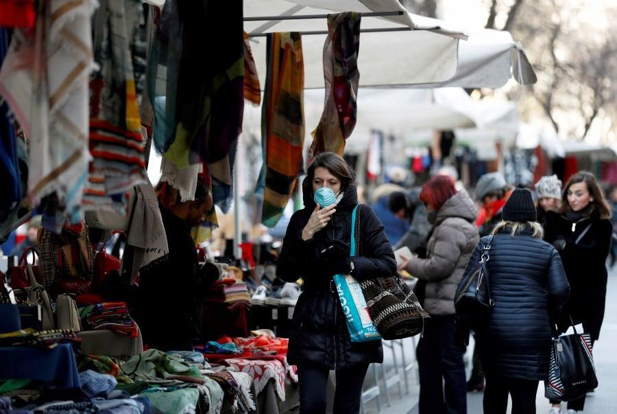 South Korea reports 594 new coronavirus cases, bringing total close to 3,000