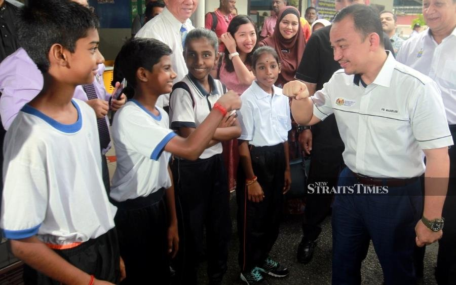 Minister of Education, Dr Maszlee Malik (right) speaks with the students of Sekolah Menengah Kebangsaan Tamil (SJKT) Sungai Ara during a visit to the school in Bayan Lepas. NSTP/DANIAL SAAD